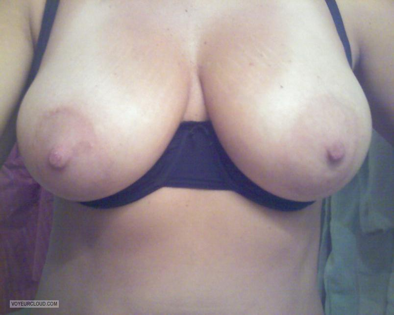 Tit Flash: Girlfriend's Big Tits (Selfie) - My GF's Monster Tits from United States